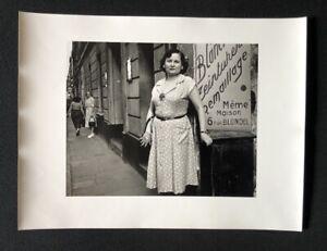 Lutz-dille-rue-Blondel-1951-Parigi-fotografia-1951-firmato-a-mano