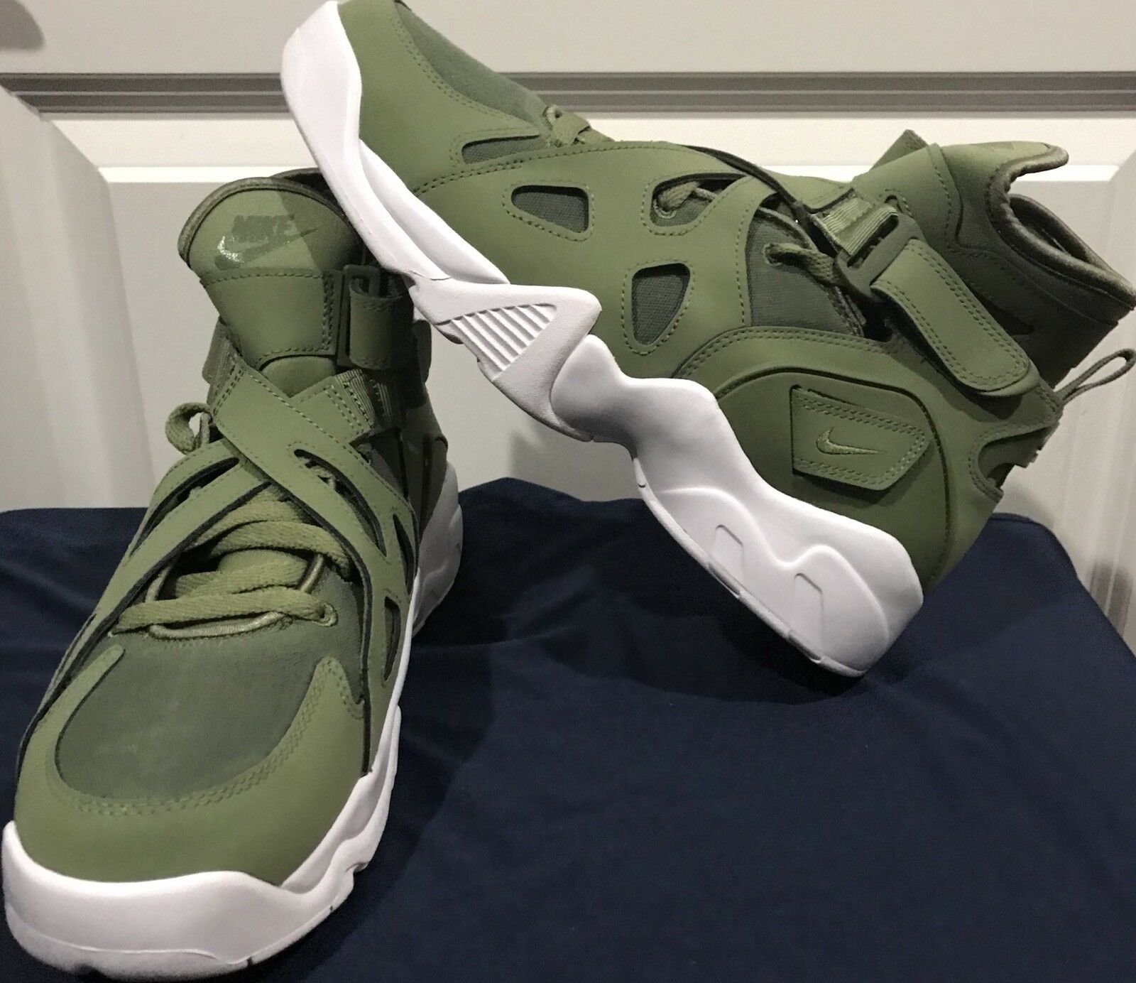 NIKE AIR UNLIMITED  Mens SZ 9.5 PALM GREEN WHITE