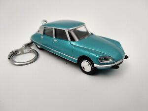 Porte-cle-Citroen-DS-23-pallas-bleu-metalise-neuf-en-metal-cadeau-sympa