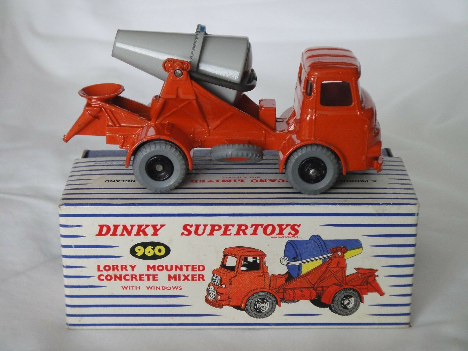 DINKY SUPERTOYS 960 ALBION MOUNTED CONCRETE MIXER + ORIGINAL BOX