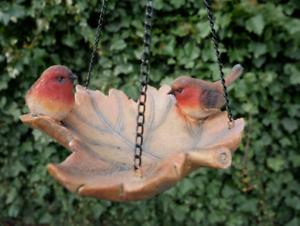 Robin Bird Hanging Leaf Bird Bath or Feeder Patio Garden Ornament Decoration