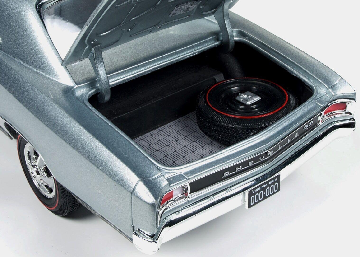 1966 Chevelle SS396 Gris 1:18 Autoworld 1090