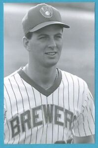 Dan Plesac (1987) Milwaukee Brewers Vintage Baseball Postcard PP00339