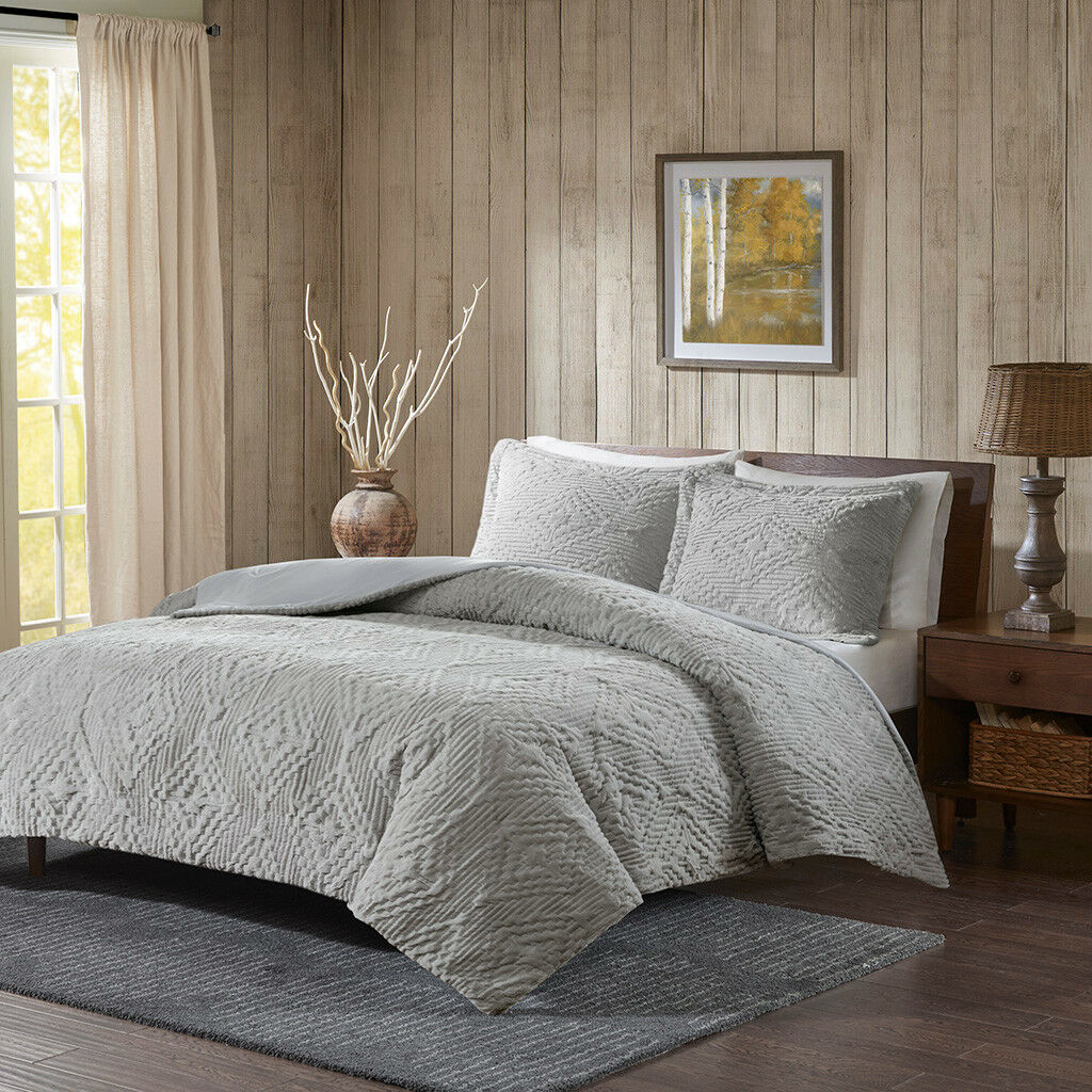 New Bedding Elegant grigio Ivory Faux Fur Embroidery Quilted Coverlet 3 pcs Set