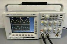 Tektronix Tds3012b Digital Phosphor Oscilloscope 500 Mhz Tds3052b