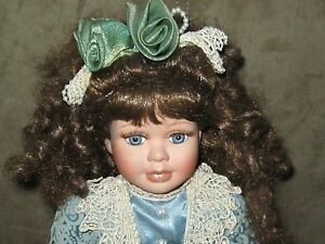collector 39 s choice dan dee porcelain doll 17 inch in blue paisley pattern ebay. Black Bedroom Furniture Sets. Home Design Ideas