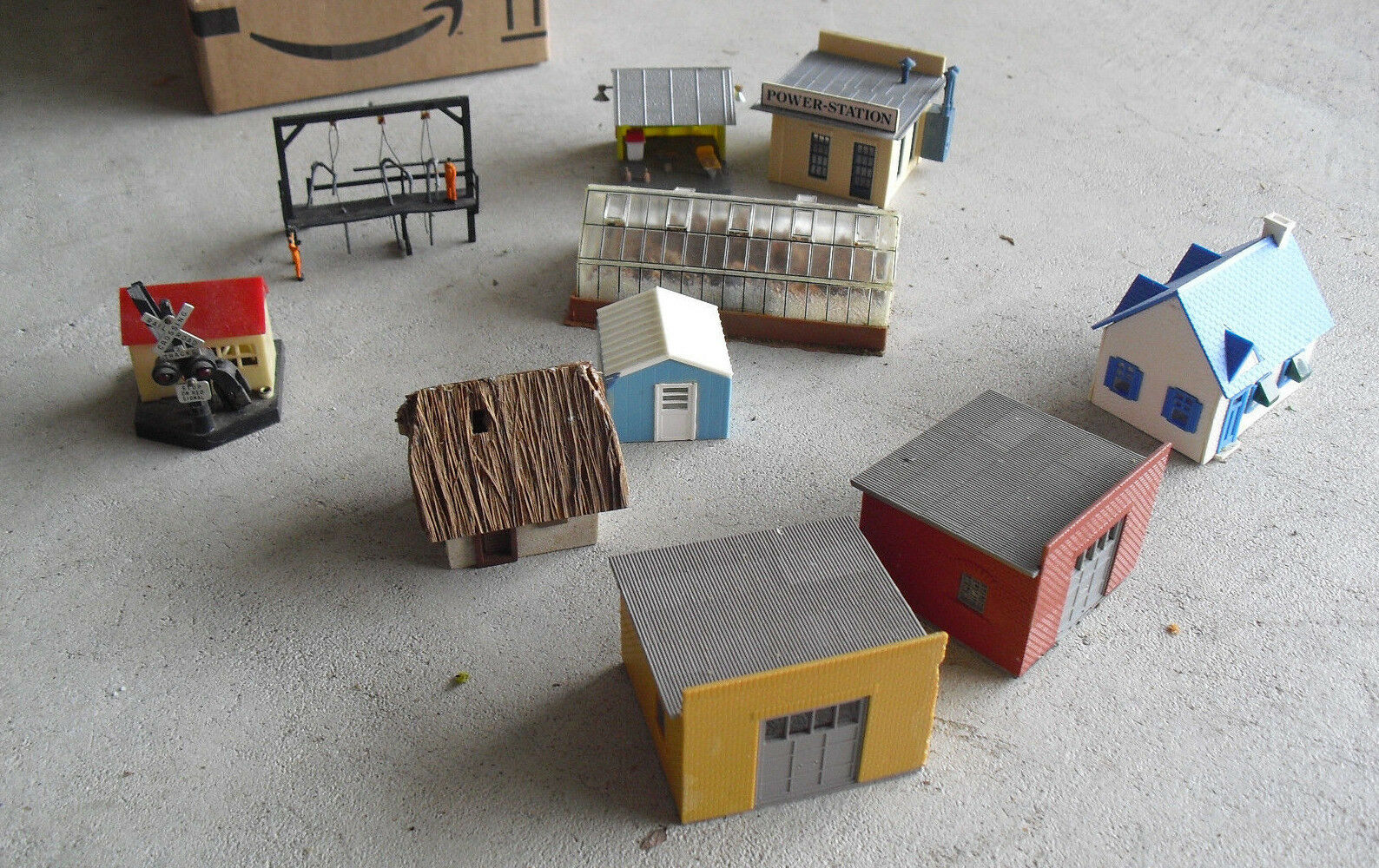 Lot of 10 Vintage HO Scale Small Buildings and Structures LOOK