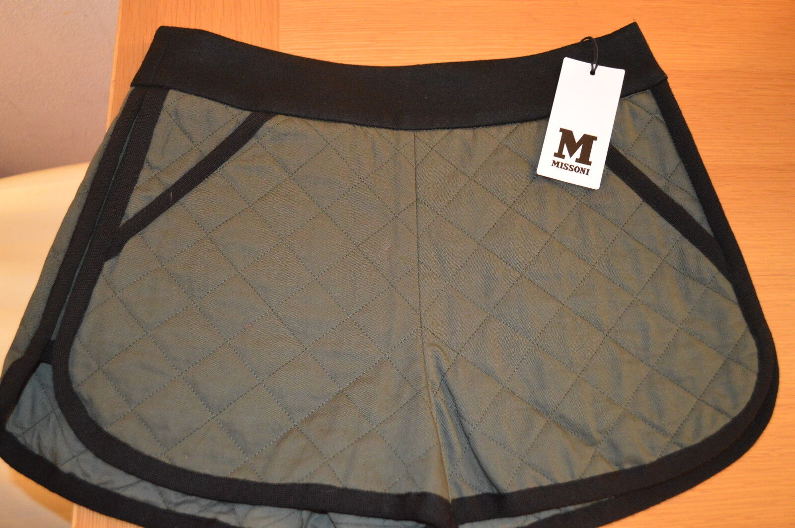 AUTHENTIC MISSONI QUILTED SHORTS SIZE 40  6  NEW WITH TAGS AUTHENTIC