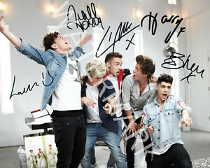 ONE-DIRECTION-SIGNED-10X8-PHOTO-GREAT-STUDIO-IMAGE-LOOKS-AWESOME-FRAMED