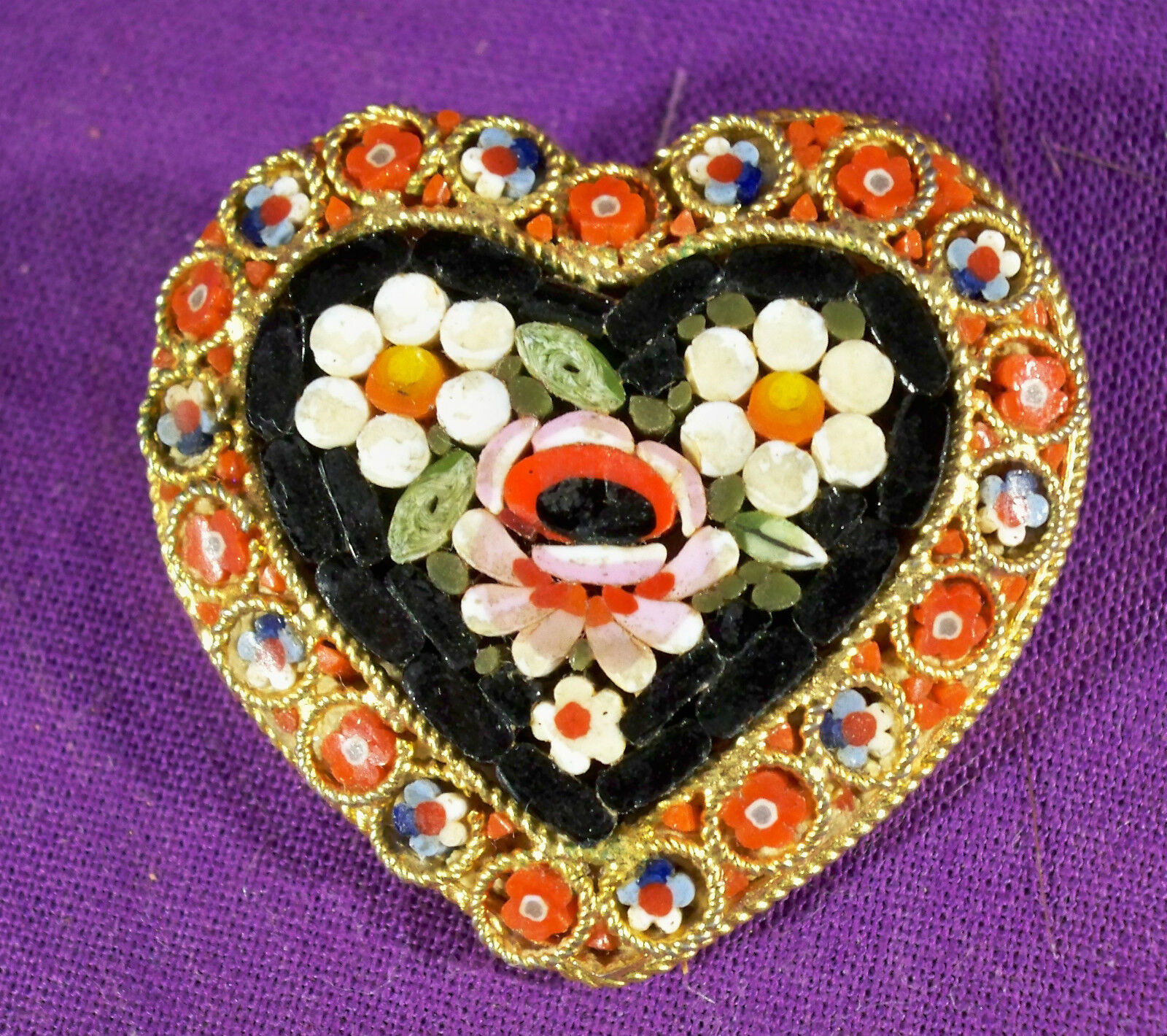 VINTAGE MICRO MOSAIC HEART BROOCH SIGNED ITALY pinkS SURROUNDING HEART