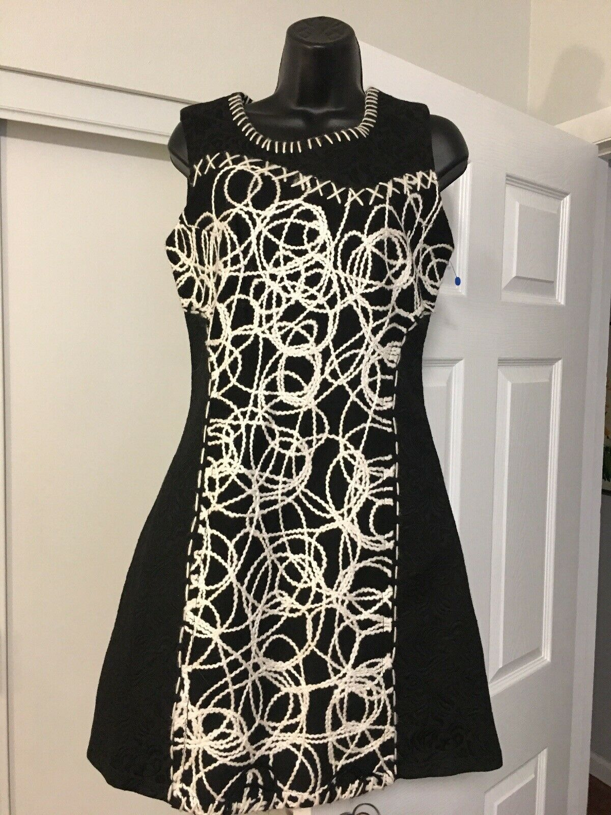 Paparazzi By Biz Dress S schwarz Weiß Embroiderot Embossed Floral Pattern R1