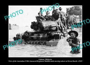 OLD-POSTCARD-SIZE-PHOTO-LABUAN-MALAYSIA-AUSTRALIAN-TROOPS-LANDING-c1945-1