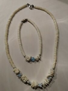 Vintage-Puka-Shell-Choker-Necklace-16-034-and-Bracelet-Blue-Butterfly-Beads