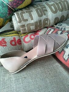 Urban-Outfitters-BDG-Strappy-Peep-toe-Leather-Dorsay-Slip-on-Flats-Tan-Size-9