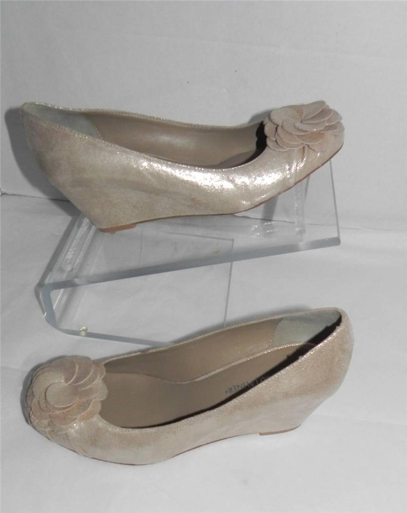 Donald Pliner Nalini Champagne Flower-Toe Shiny Wedge 10