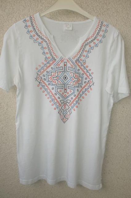 T-Shirt weiß mit indianischem Muster Gr. 38 aus 100 % Baumwolle