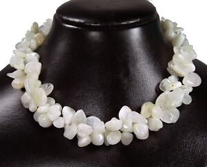 Beautiful-Necklace-from-the-Gemstone-Moonstone-in-the-Shape-Large-Splitter