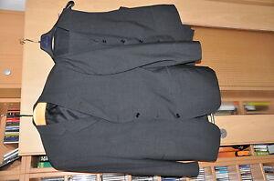Anzug-mit-Hose-Weste-und-Jacke