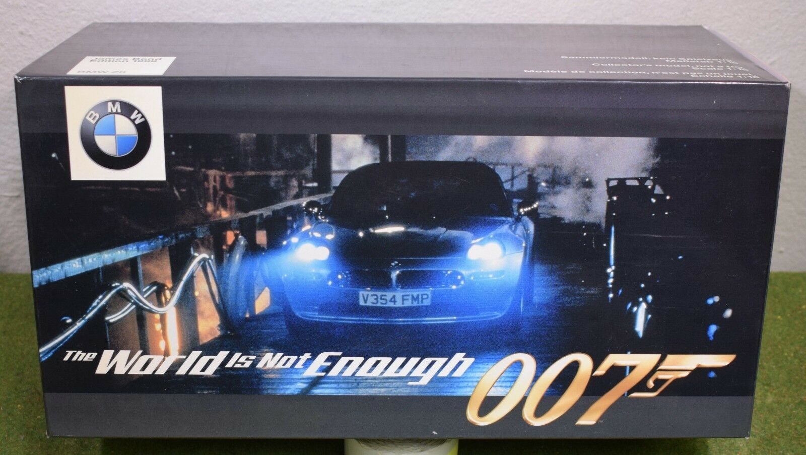 James Bond 007 SCALA 1:18 IL MONDO NON BASTA james bond EDITION BMW Z8