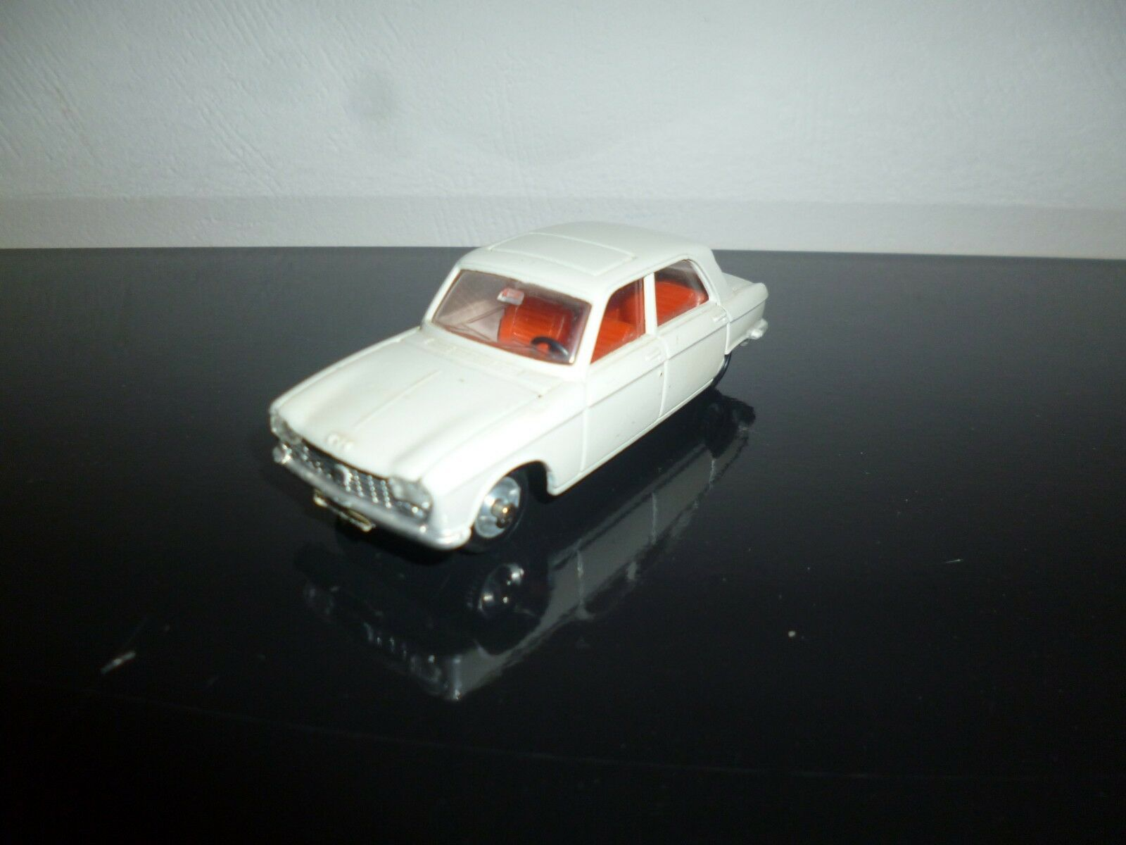 Authentique PEUGEOT 204 DINKY TOYS 510 fabrication de 1965 made in FRANCE