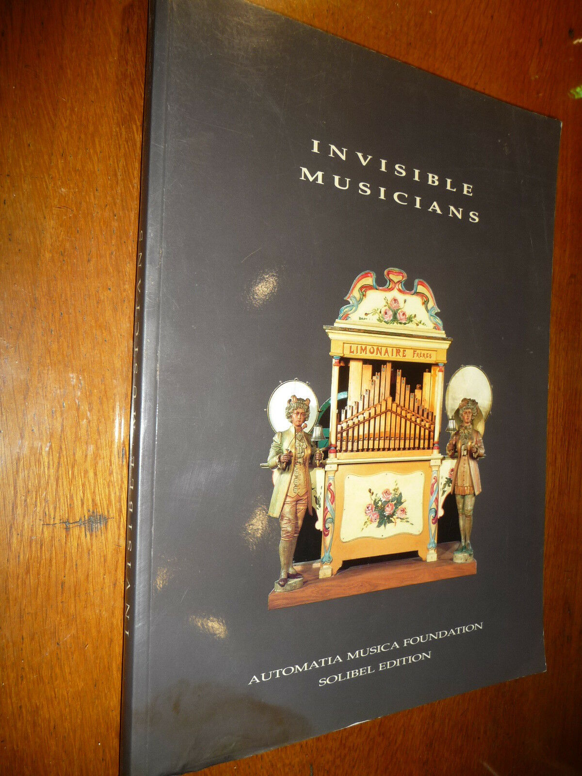 INVISIBLE MUSICIANS CATALOGO MOSTRA AUTOMI MUSICALI FONOGRAFI YUKEBOX 3 LINGUE