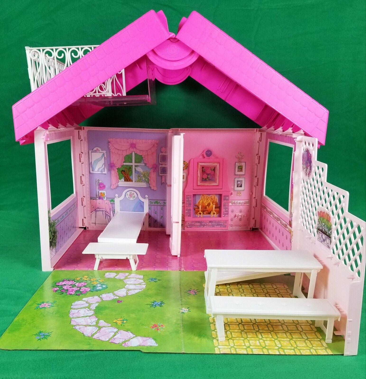 Jahr Barbie Fold 'N Fun hausTurns into a carrying Fall Mattel