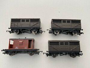 Hornby-OO-Gauge-3-x-Cattle-Wagons-1-Brake-van-New-unboxed