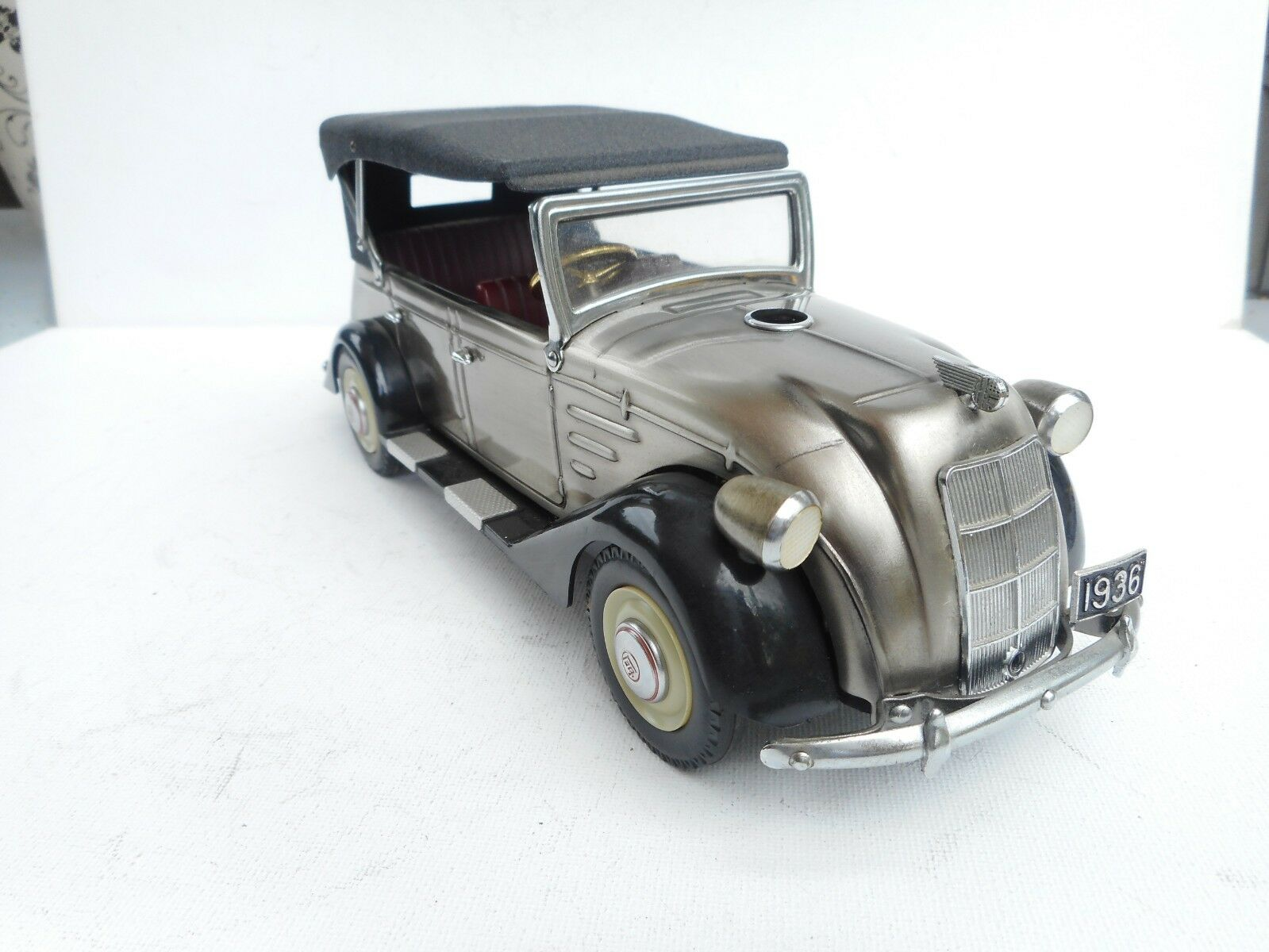 1 24 ABOUT VINTAGE TOYOTA AB PEATON GAS LICHTER DIECAST GOOD WORKING RARE