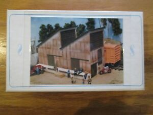 Whiteground-Model-Works-Wooster-Gas-Warehouse-HO-Scale-Kit-11