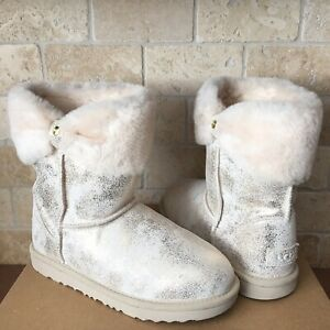 83f76fea9d5 Details about UGG Ramona Classic II Metallic Gold Bow Cuff Short Boots  Youth Girls 5 = Women 7