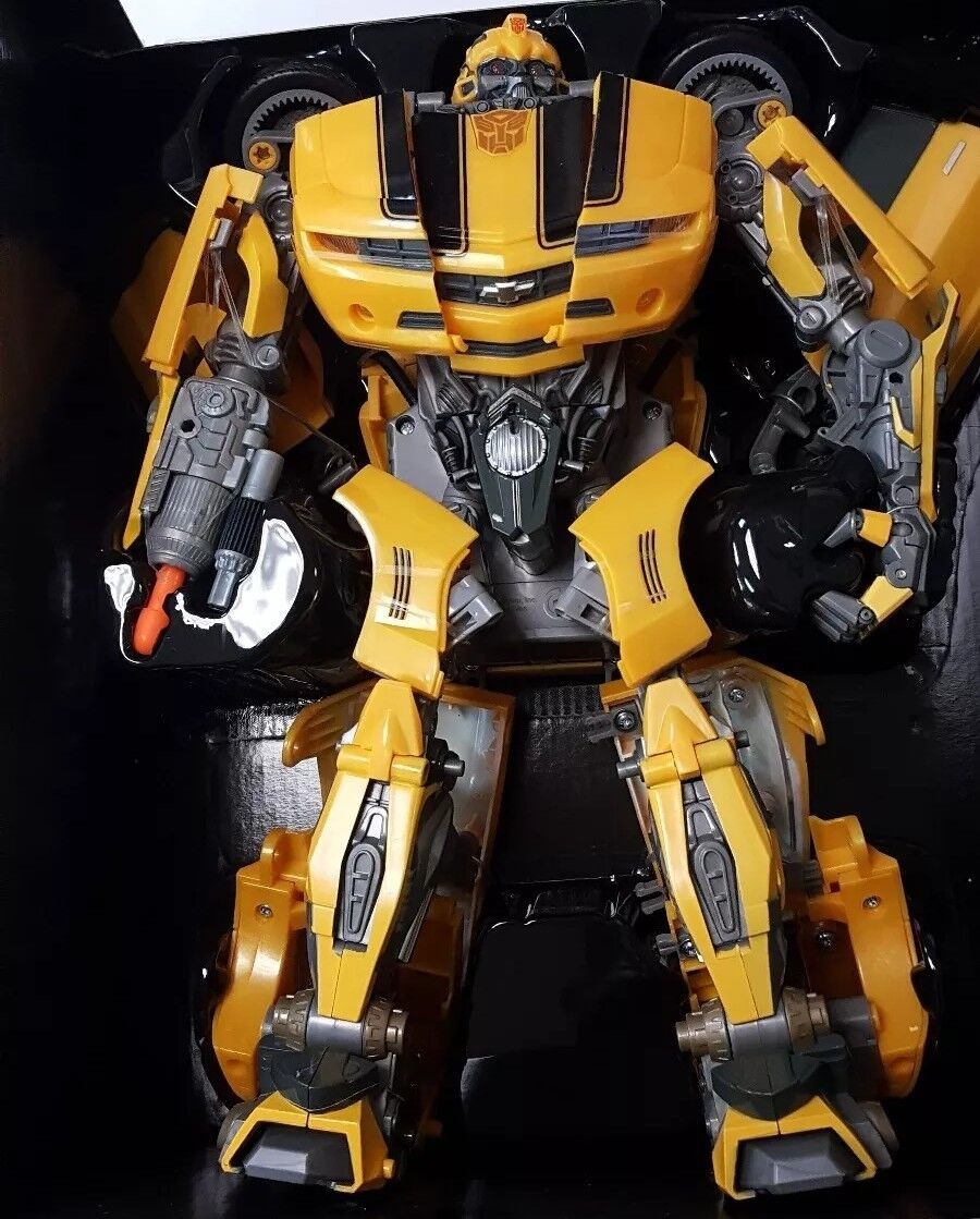 Hasbro Transformers Ultimate Bumblebee Figure Open Box EXCELLENT CONDITION