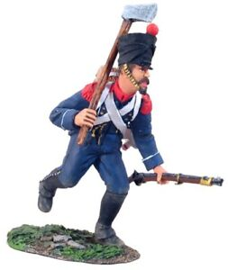 BRITAINS-NAPOLEONIC-FRENCH-36032-LIGHT-INFANTRY-VOLTIGEUR-CHARGING-WITH-AXE-MIB