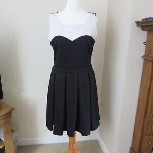 da63231dcf70 Image is loading Atmosphere-Black-Cream-Skater-Dress-size-10-excellent