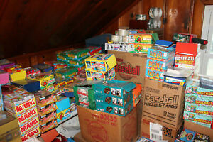 HUGE-WHOLESALE-LOT-OF-1000-UNOPENED-OLD-VINTAGE-FOOTBALL-CARDS-IN-WAX-PACKS