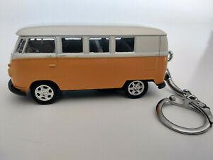 Porte-cle-Volkswagen-bus-combi-T1-classique-neuf-jaune-en-metal-idee-cadeau