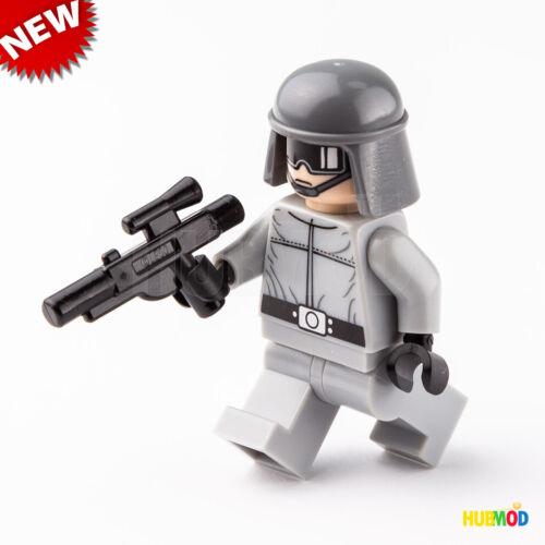 LEGO Star Wars Imperial AT-ST Driver Minifigure w// Helmet /& Blaster 7657 NEW