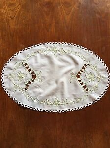 Vintage-Cutwork-And-Embroidery-Linen-Centrepiece-Duchess-Doily-Dining-Table