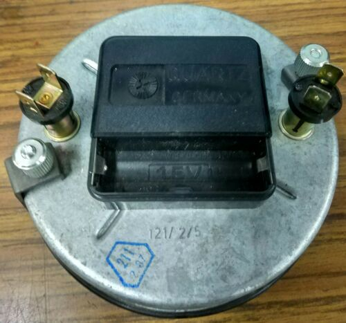 VDO CLOCK IT WORKS WITH BATTERY 40A NOT INCLUDED
