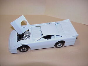 Assembled-Die-cast-Metal-Dirt-Track-Racecar-1-24-scale-white-body-black-chassis