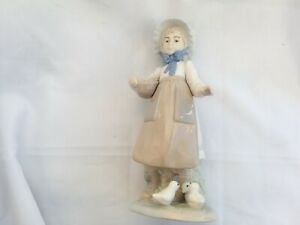 Nadal-Young-Girl-feeding-Ducklings-Excellent-Condition-10-Inch-Tall