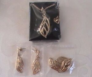Fashion Jewelry New Avon Glimmering Leaves Embellished 3 Piece Set In Gift Box Jewelry & Watches