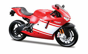 Ducati-Desmosedici-RR-Strassenversion-Modell-1-12-die-cast-motorcycle-model