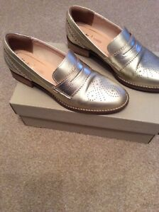 726a3837373 Image is loading Womens-Clarks-Champagne-coloured-Loafers-Size-5-Netley-