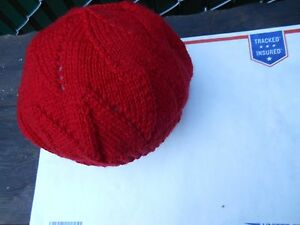 Hand-knit Wool Hat - Color: Red