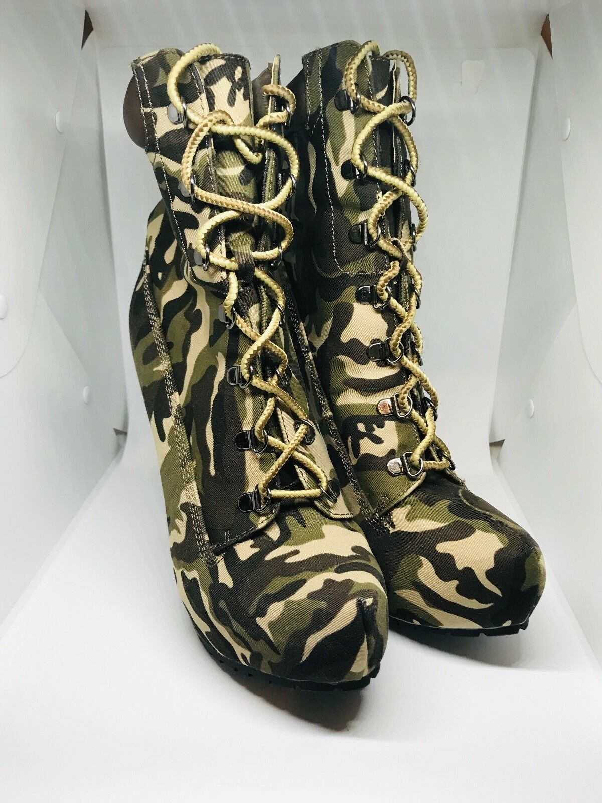 Brand-New JustFab Camouflage Booties, size 9 US
