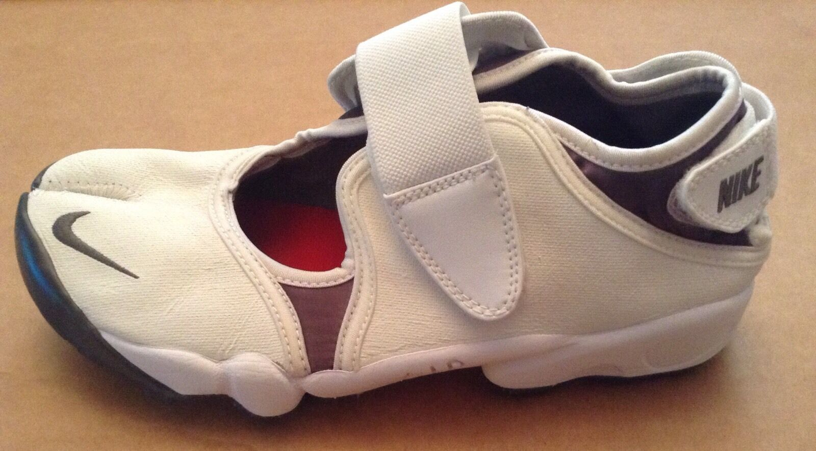 NIKE AIR RIFTS. LEATHER. blanc. Uk Taille 6, EUR 40, USA 7. USED.  89.RARE