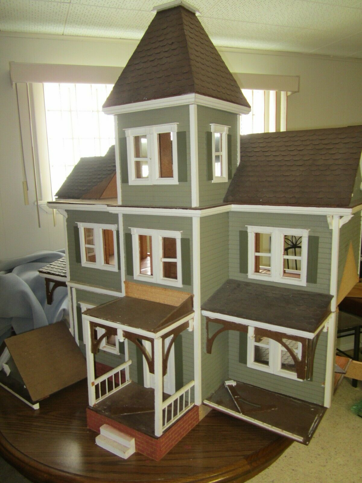 Image 81 - VTG-ANTIQUE-1960-039-s-LARGE-HAND-MADE-WOOD-DOLLHOUSE-TOY-DOLL-VICTORIAN-FARM-HOUSE