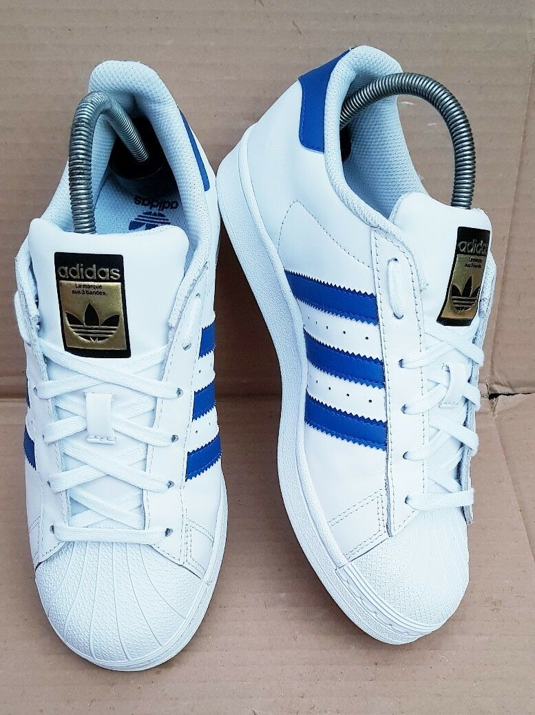 ADIDAS SUPERSTAR Blau SHELL TOE Weiß & Blau SUPERSTAR TRAINERS SIZE 5 UK GOLD LOGO EXCELLENT 5418d0