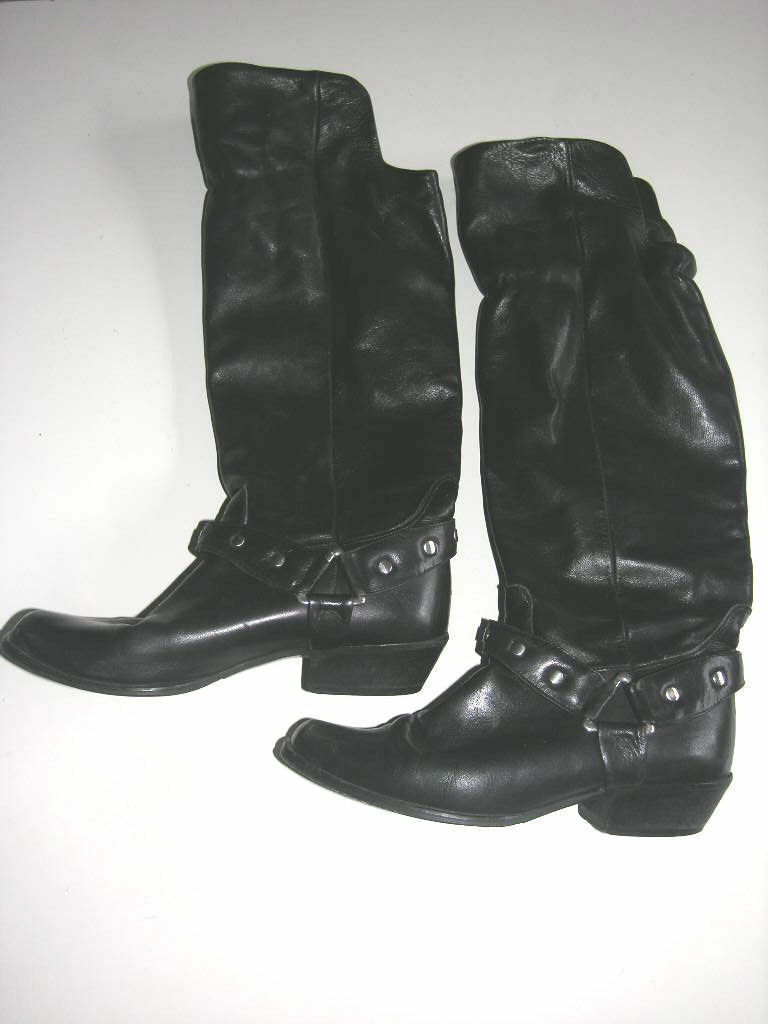 Blk Leather Flapped Boots size 39   8  Made in   rivet detailing