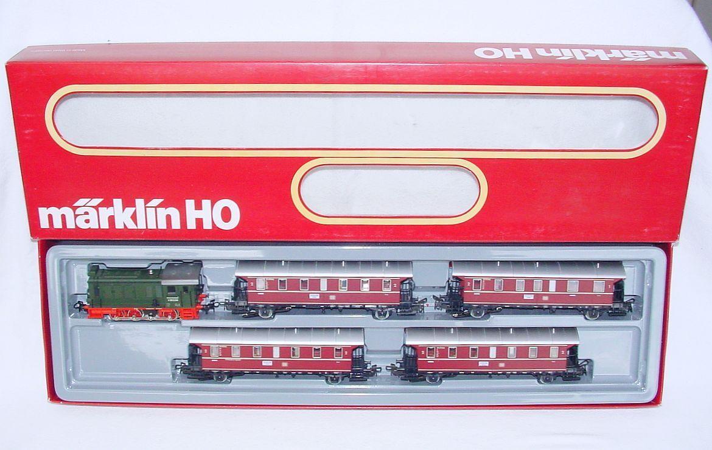 Marklin AC HO German DR V36 DIESEL LOCOMOTIVE + 4x REGIONAL WAGON Gift Set MIB